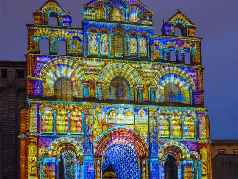 cathedrale-du-Puy-en-Velay-lumieres-03